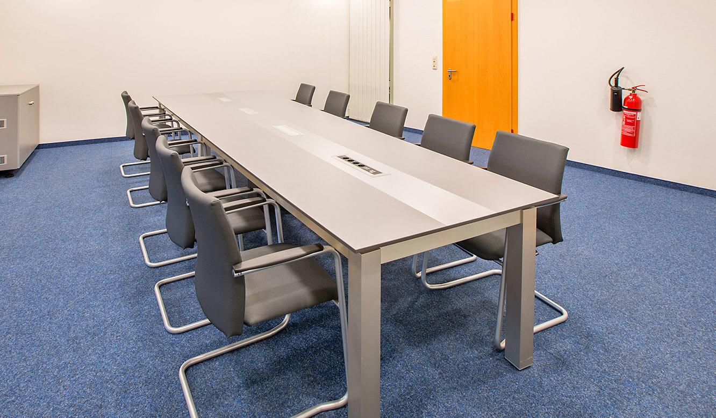 JST-InfraLeuna: Konferenzraum ausgestattet mit dem Allmedia-Konferenztisch