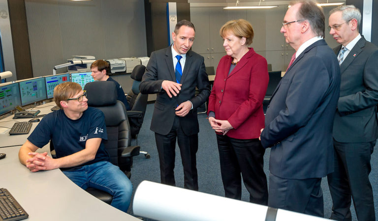 JST-InfraLeuna: Dr. Angela Merkel weiht die neue Leitwarte offiziell ein
