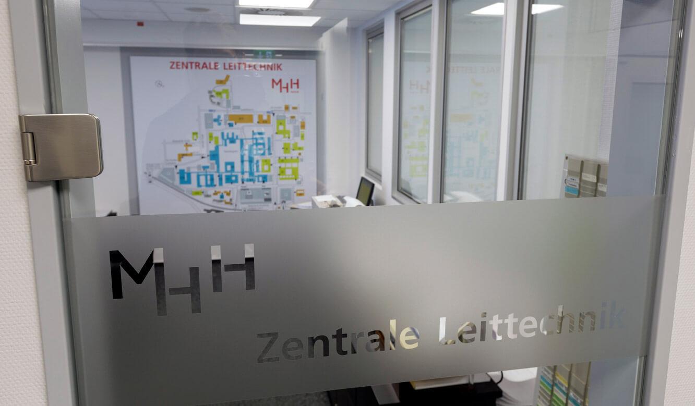 JST - Medizinische Hochschule Hannover: Eingangsbereich zum Raum für zentrale Leittechnik
