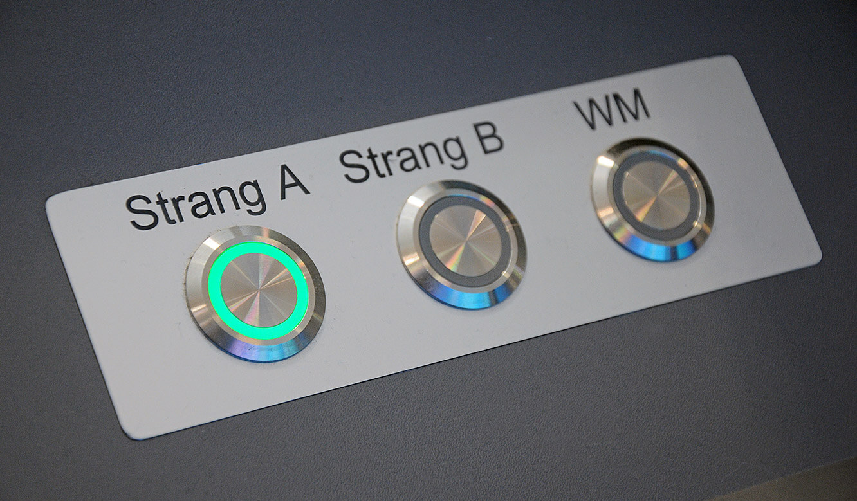 JST - PCK Schwedt: Buttons für die manuelle Umschaltung des mehrfach redundanten Systems