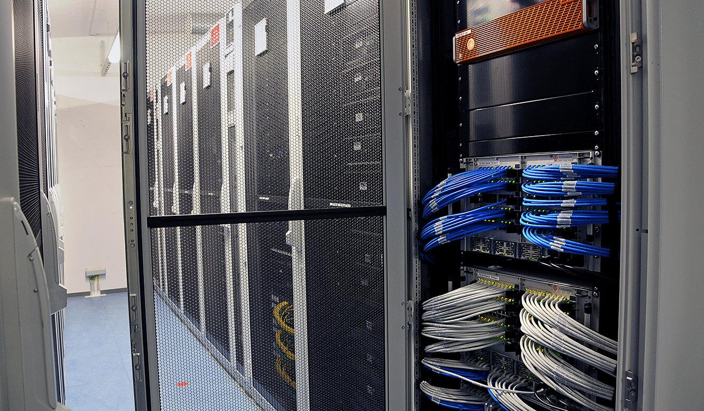 JST - PCK Schwedt: technische Installation für das mehrfach redundante MultiConsoling System der Leitwarte