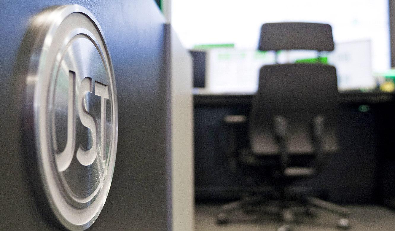 JST-Audi: Gütesiegel aus gebürstetem Edelstahl