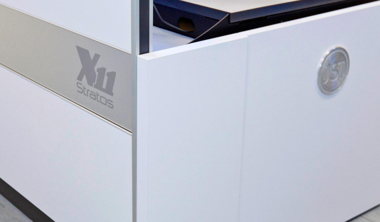JST-Siemens Wegberg: Stratos-X11 Operator-Tisch mit edlem Design bis ins Detail