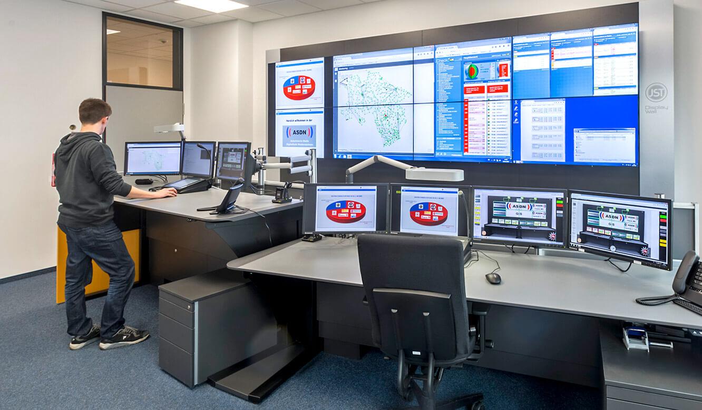 JST - Autorisierte Stelle Digitalfunk Niedersachsen: Stratos Operator-Tisch in Stehhöhe