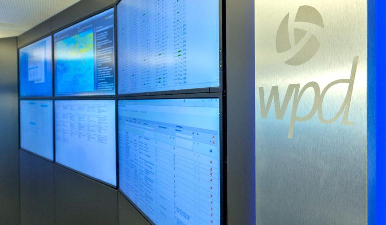 JST Referenzen - WPD Windmanager Bremen: Leitstand. Monitorwand