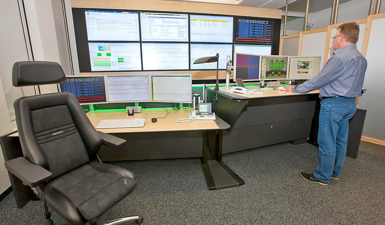 JST - LVM - Operator-Tisch mit Höhenverstellung