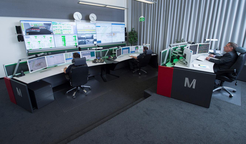 JST-Flughafen-Muenchen: versetzte Ebenen in der Technik-Leitwarte