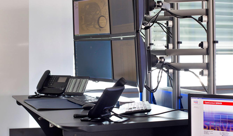 JST-Niedersächsische Wach- und Schließgesellschaft: Arbeitsplatzmonitore in zwei Ebenen