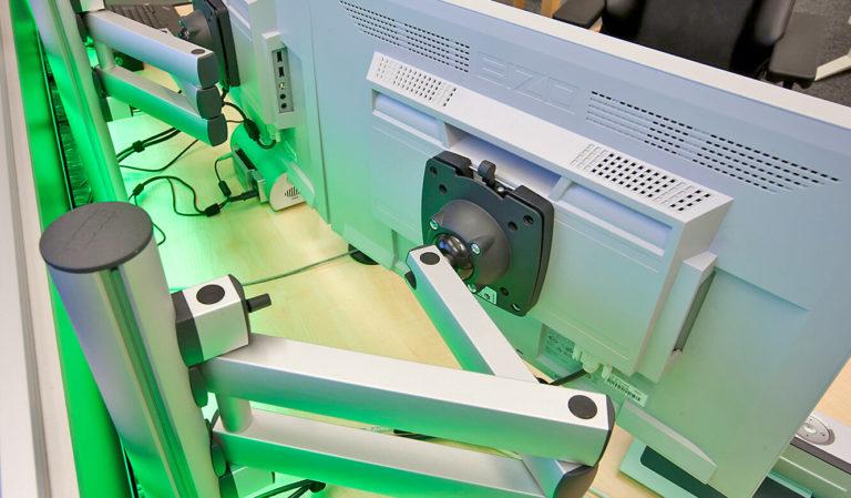JST - LVM - Monitor-TFT-Tragarme Säulen für Leitstand-Tisch