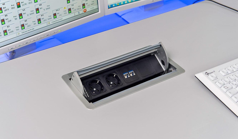JST-Flughafen München: Power-Port-Data-Box mit LAN und 230 Volt Anschluss