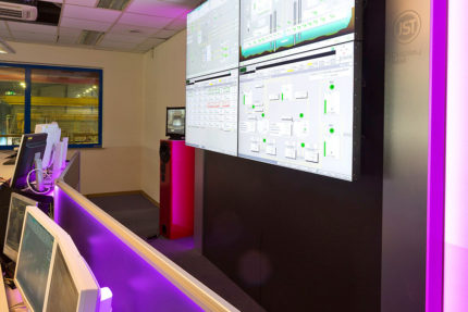 JST - Hamburg Port Authority: Ambient light in the control centre