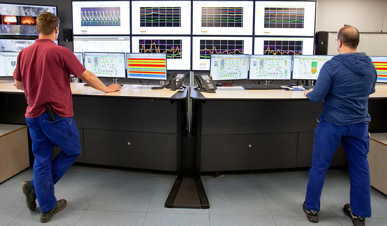 JST-MVA-Bonn: höhenverstellbare Operator-Arbeitstische