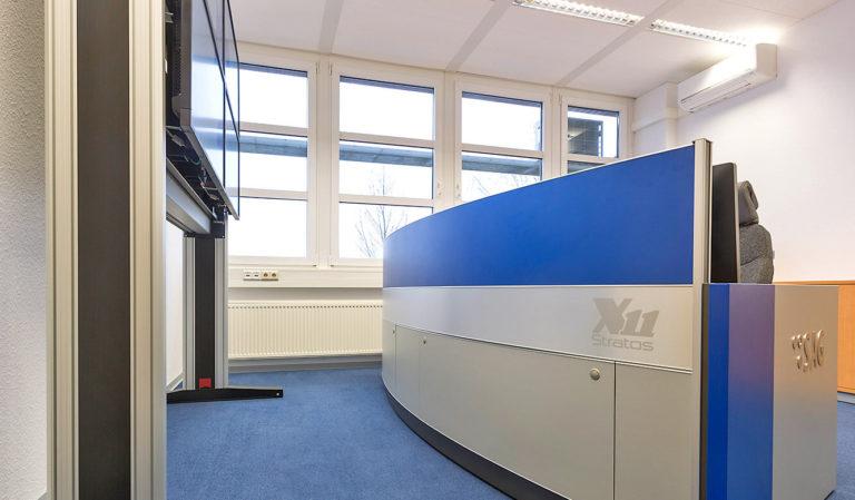 JST-SAG-Berlin: Operator-Arbeitstisch mit geschlossener Revisionsklappe