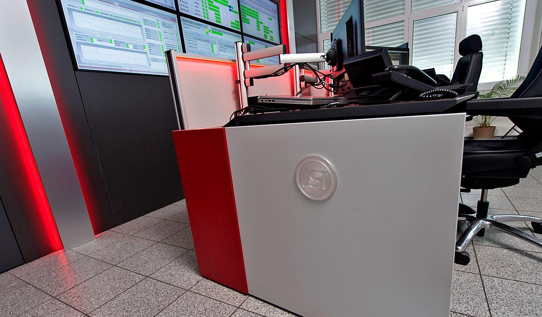 JST - s.Oliver: Leitwartentisch mit Recaro-Operator-Stuhl