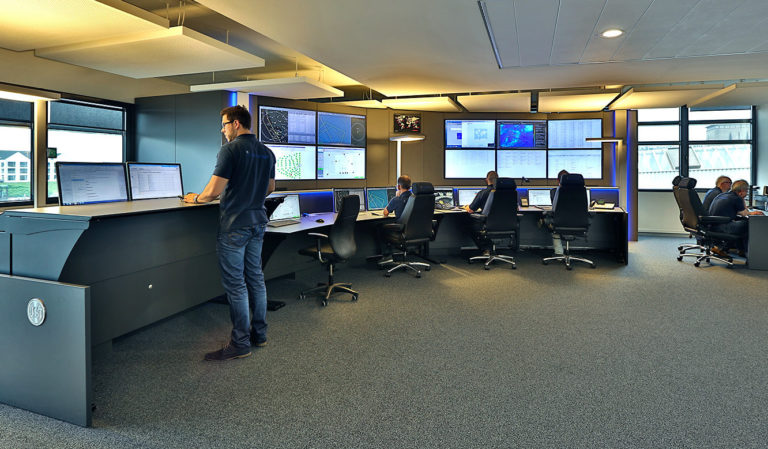 JST Referenzen - WPD Windmanager Bremen: Leitstand. Leitwartentische