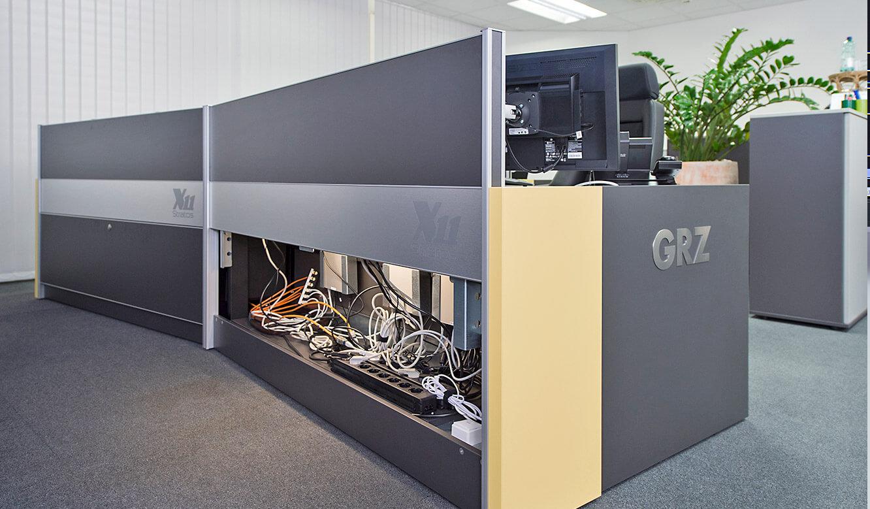JST GRZ Linz viel Platz hinter Revisionsklappe der Operator-Tische
