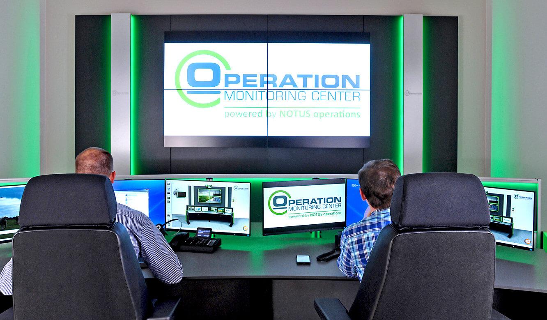 JST-Notus: Stratos CommandDesk mit Platz für zwei Mitarbeiter