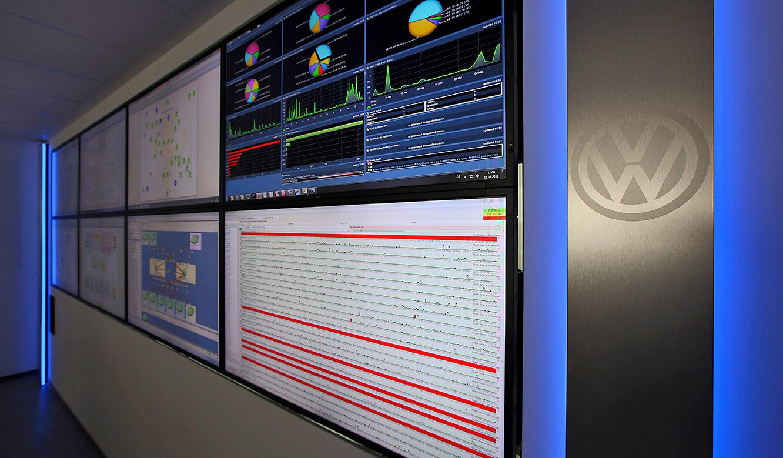 JST - Volkswagen Emden: Großbildwand mit AmbientLight-Beleuchtung in blau