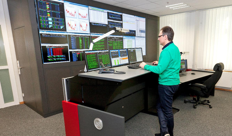 JST - R+V Versicherung - Leitstand - Operator-Tisch höhenverstellbar