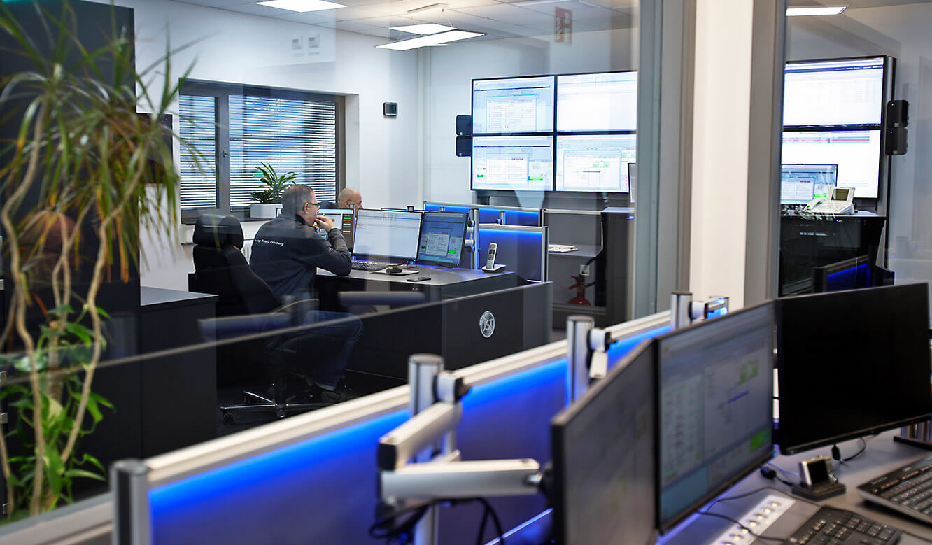 JST Roche: View from the place of the shift supervisor into the control room