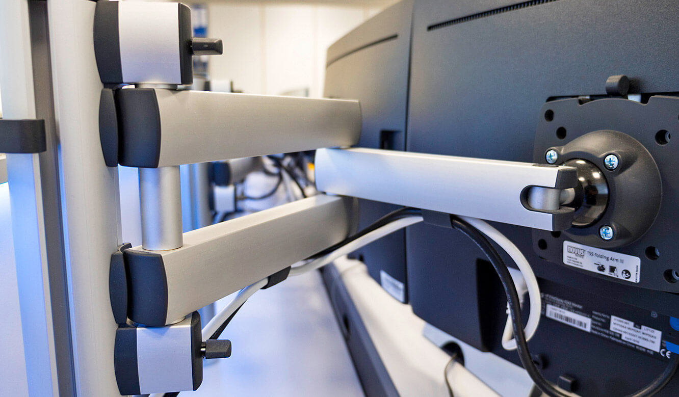 JST-Siemens Wegberg: 3D monitor articulated arms provide optimal viewing angle
