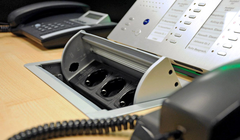 JST-DREWAG: Versorgungsanschlüsse direkt am Arbeitsplatz in der Power-Port-Data-Box verfügbar