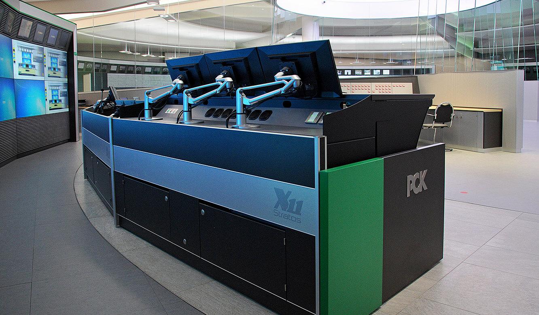 JST - PCK Schwedt: Leitwartentisch ergonomisch höhenverstellbar