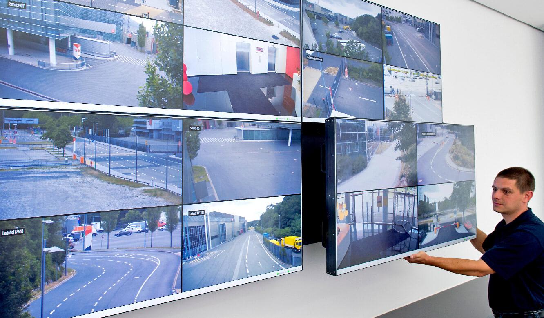 JST Referenzen - SAG Nürnberg Messe - DisplayWall mit QuickOut-System für einfache Wartung