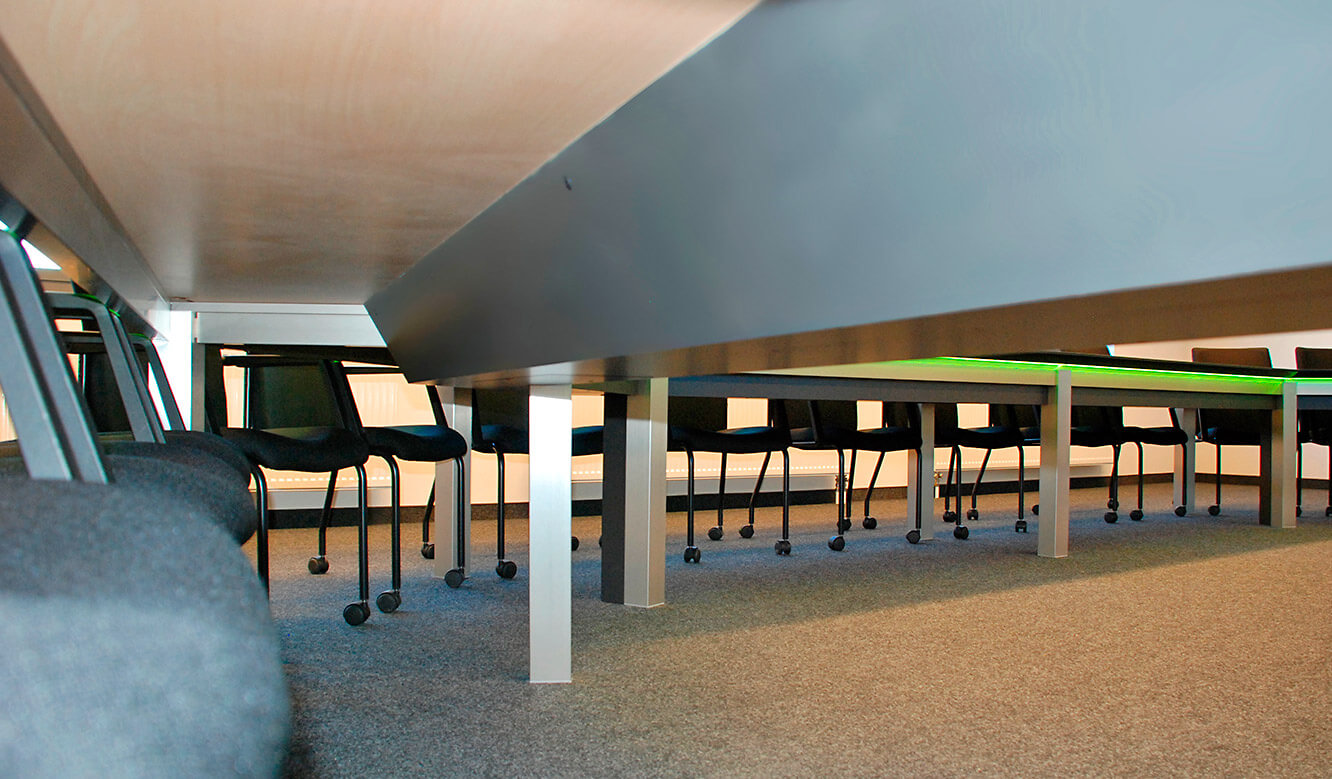 JST references - Siemens: Cable duct under the conference table