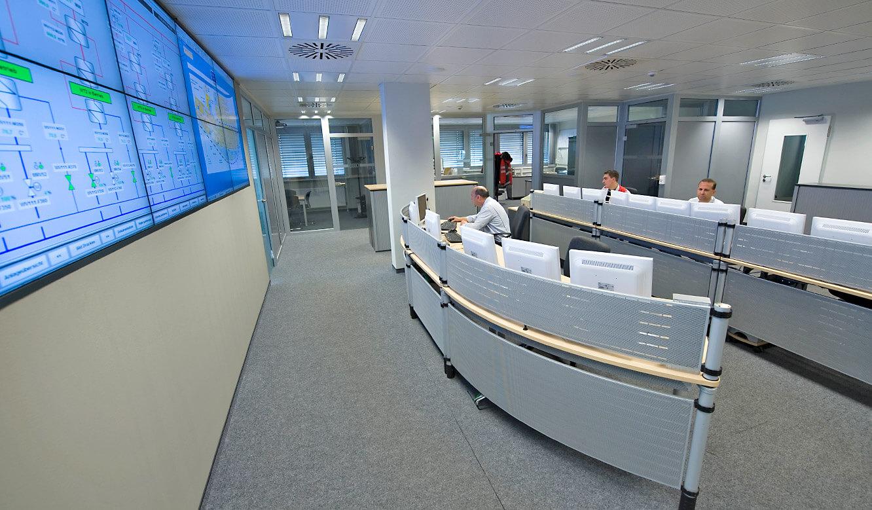 Audi Neckarsulm - Zentrale Leitwarte. Operator-Tische