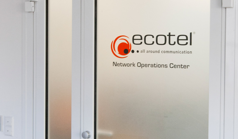 ecotel Frankfurt - Engineering & Datacenter Kontrollraum von JST - Eingangstür
