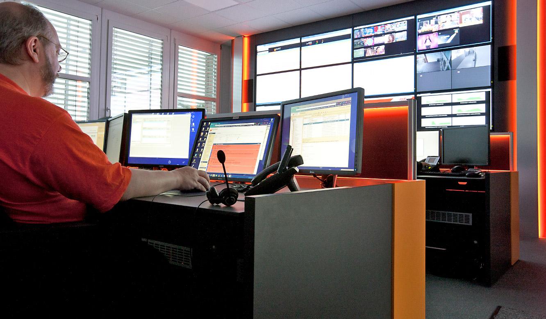 ecotel Frankfurt - Engineering & Datacenter Kontrollraum - Harmonische Beläuchtung von JST