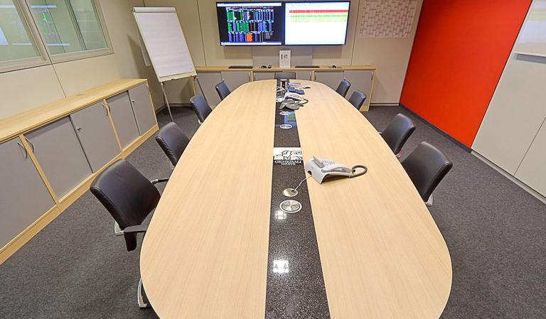 Generali Aachen - IT-Leistand von JST - Besprechungstisch im Konferenzraum