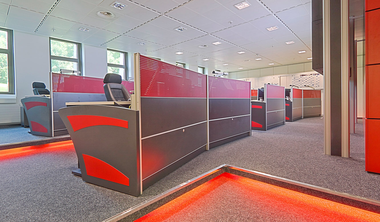 Generali Aachen - IT-Leistand von JST - Blick auf die Operator-Plätze