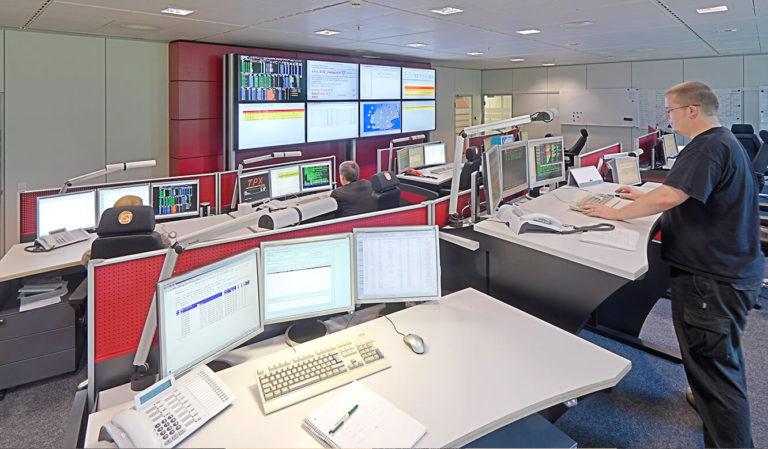 Generali Aachen - IT-Leistand von JST - Mitarbeiter am Platz