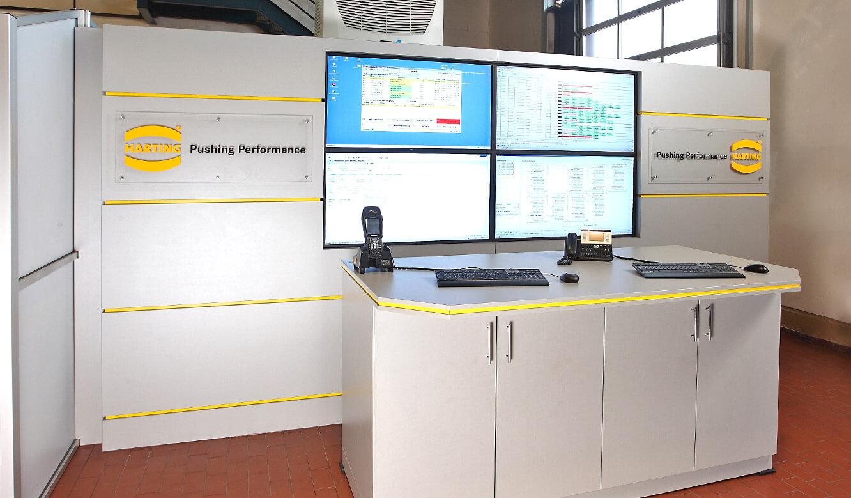JST Referenzen - Harting - Monitorwand als Meeting-Point.