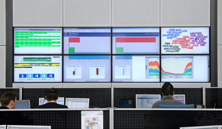 Krones - Kontrollraum von JST - Großbildwand