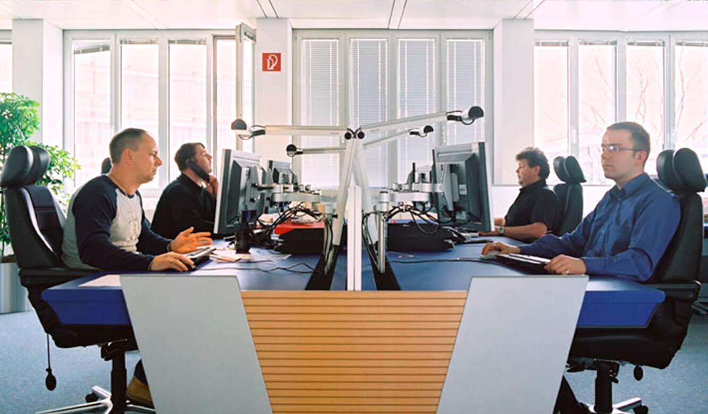 JST - Lufthansa Systems Rechenzentrum - Operator-Tisch