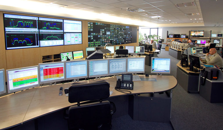 JST - Media Broadcast - Network Operation Center - Kontrolltische