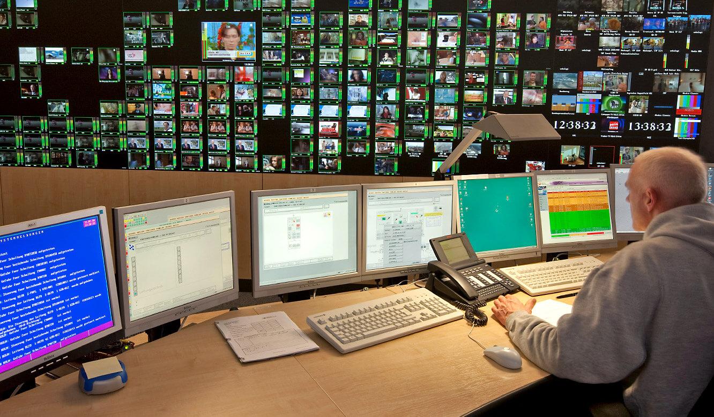 JST - Media Broadcast - Network Operation Center - Video-Rückprojektionswand