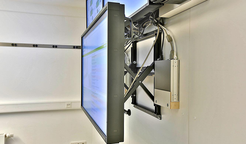JST Referenzen - North Tec - Leitwarte. Großbildwand. Quick-Out Montagesystem