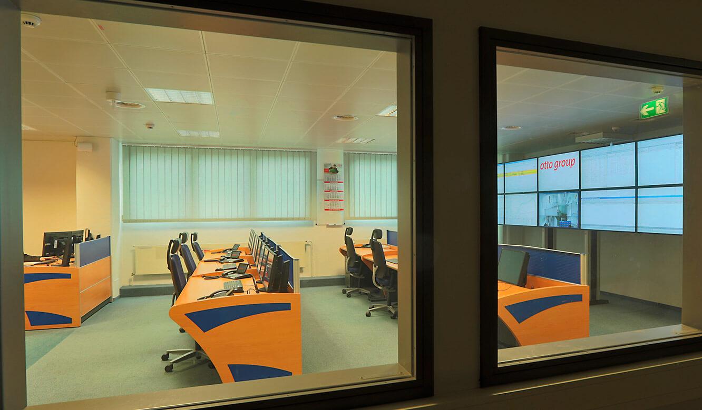 JST-OTTO Group: Blick aus dem Maschinensaal in den Leitstand