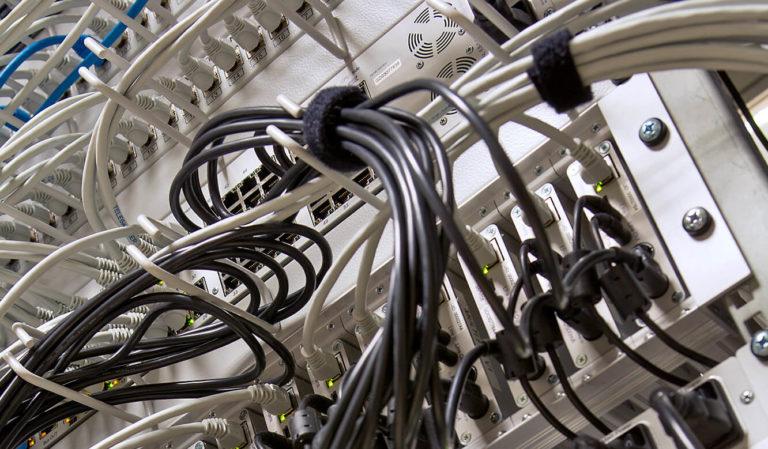JST-OTTO Group: Technik. Platzsparende Stromversorgung und Grabber.