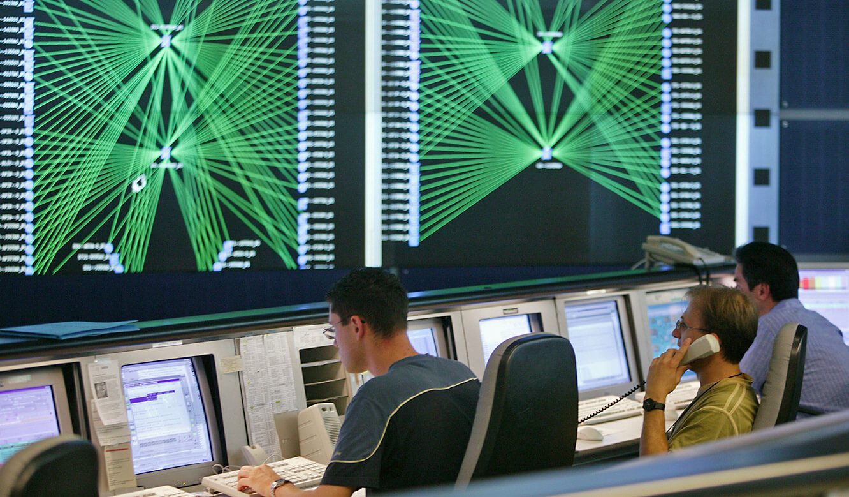 JST Deutsche Telekom Bamberg Network-Management-Center - Blick auf Großbildwand