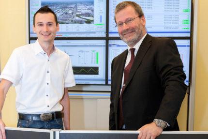JST Referenzen - Volkswagen Kraftwerk - Michael Dudek und Dimitri Vasiliadis im Leitstand von JST