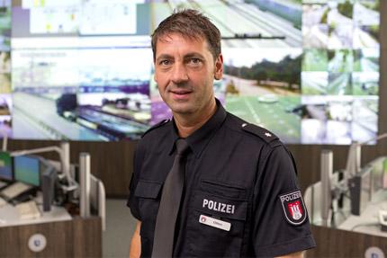JST - Verkehrsleitzentrale Hamburg. Polizeikommissar Jürgen Otten