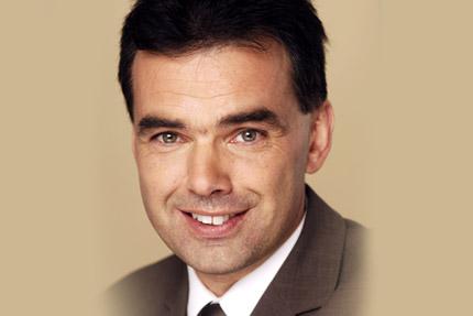 JST Referenzen - Leiter des Institut Industrial IT der Hochschule OWL Prof. Dr. Jürgen Jaspernelte