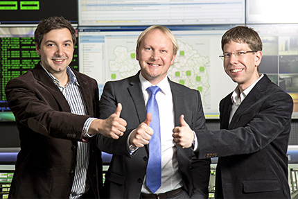 JST - Raiffeisen Rechenzentrum: Daumen hoch von Martin Galli, Dietmar Schlar und Stefan Hermann