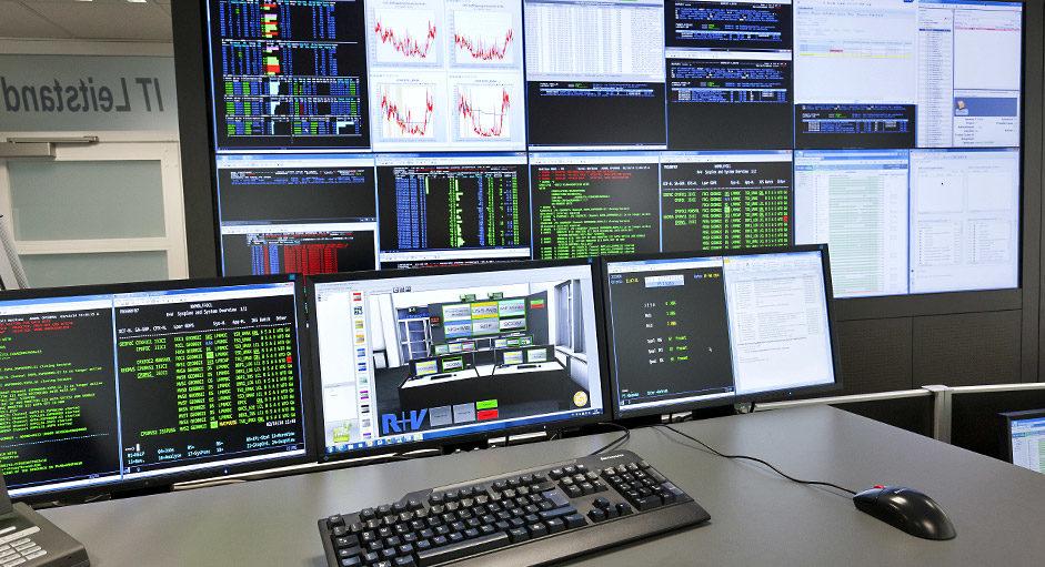Proaktive 24/7 Monitorwand im IT-Leitstand der R+V Versicherung