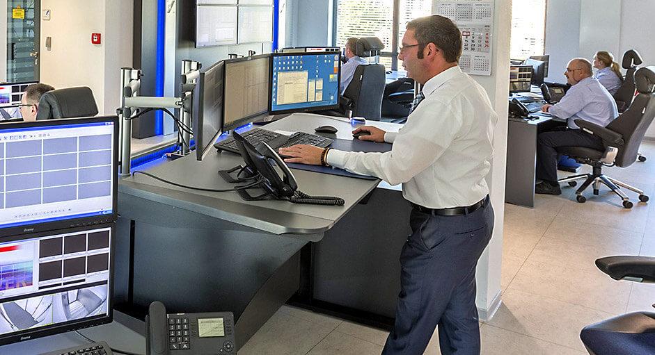 NWSG Leitstand: Stratos-Tische in Stehhohe